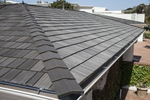 Multi width shake roofing tiles installed on mai kai Davinci roofing products