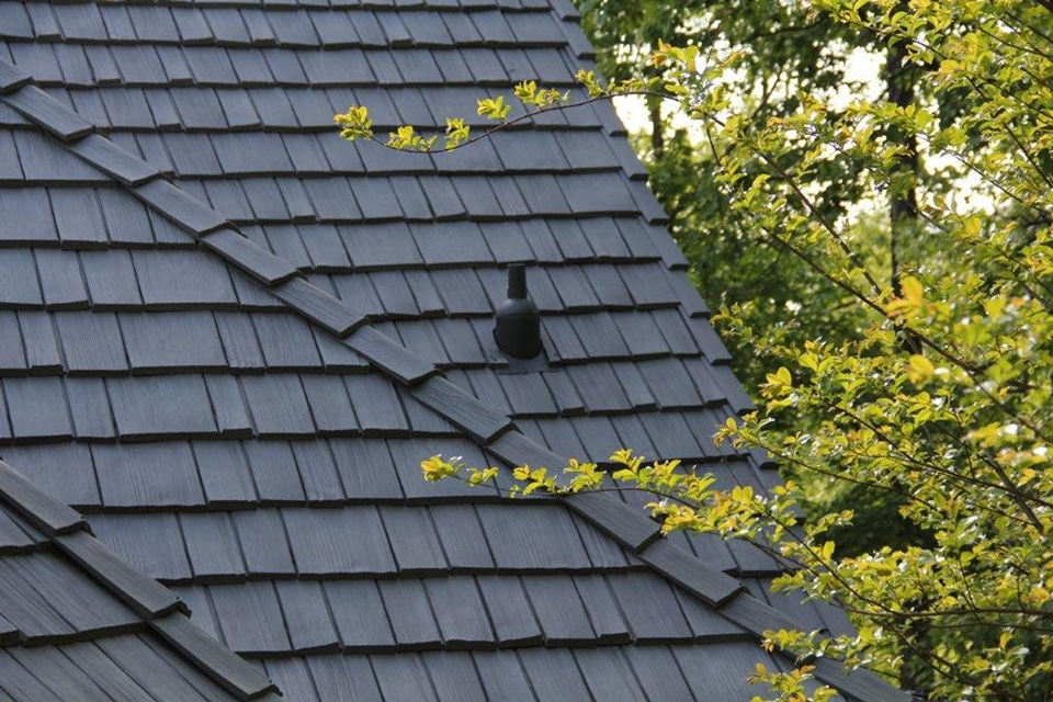 Weathered gray shake roof davinci roofscapes for Multi cedar shingles