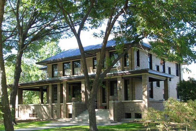 Historic Texas home with multi-width Slate Gray DaVinci tiles