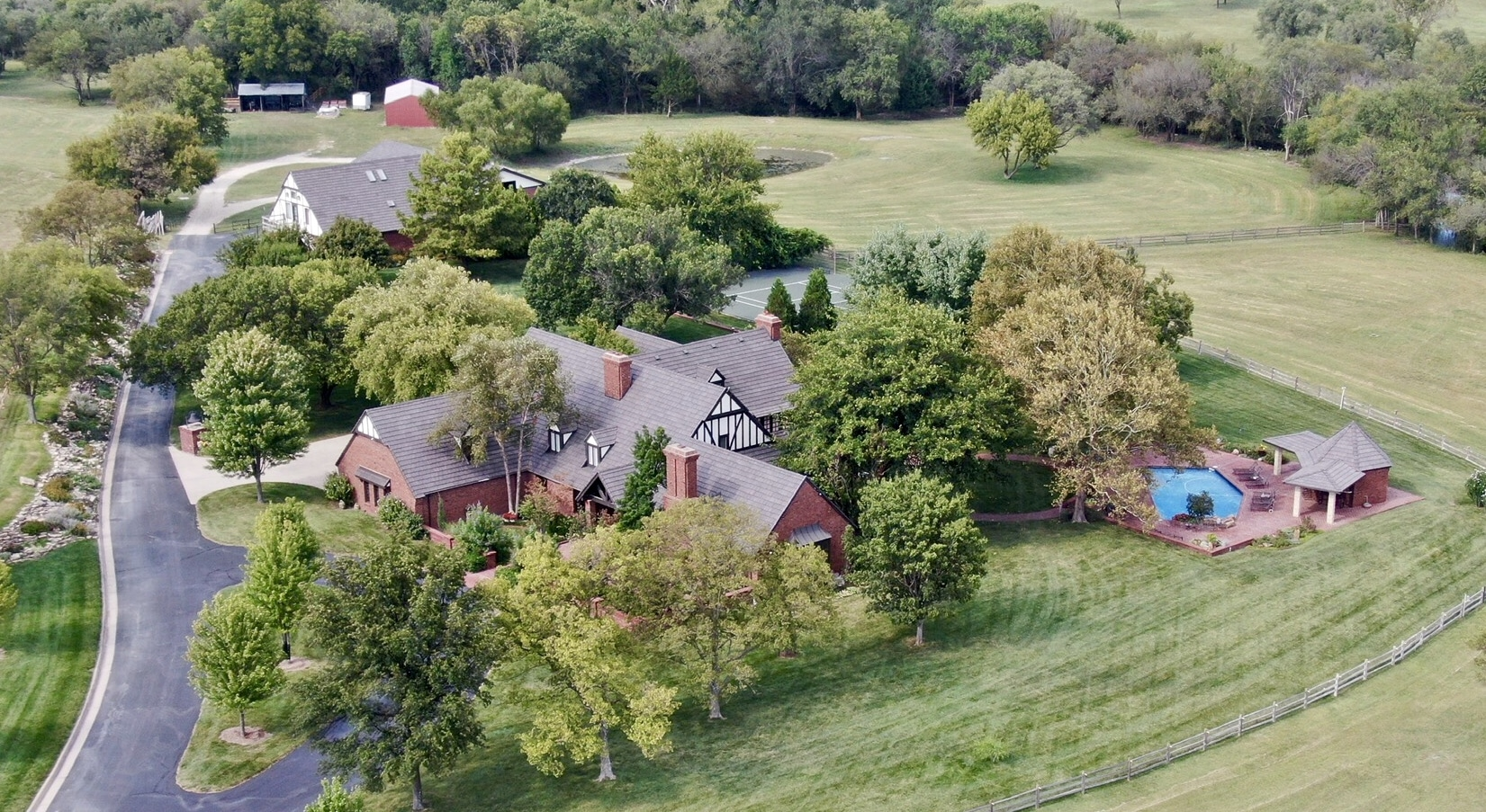 A higher view of the Shelton's property, complete with DaVinci's Bellaforté Shake on all the buildings.