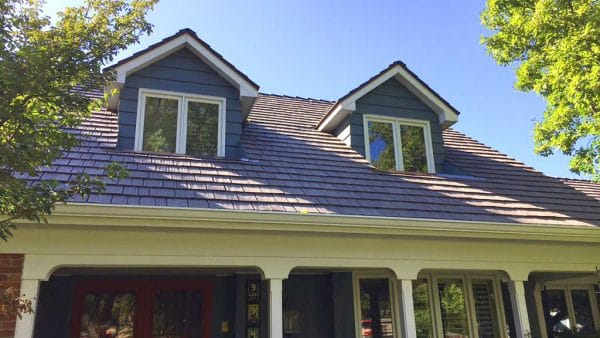 A closer view of the handsome single-width shake, supplied by DaVinci Roofscapes