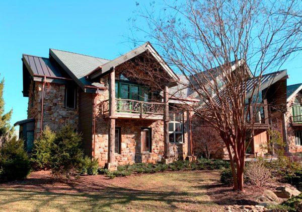 DaVinci Single-Width Slate adorns this stately residence