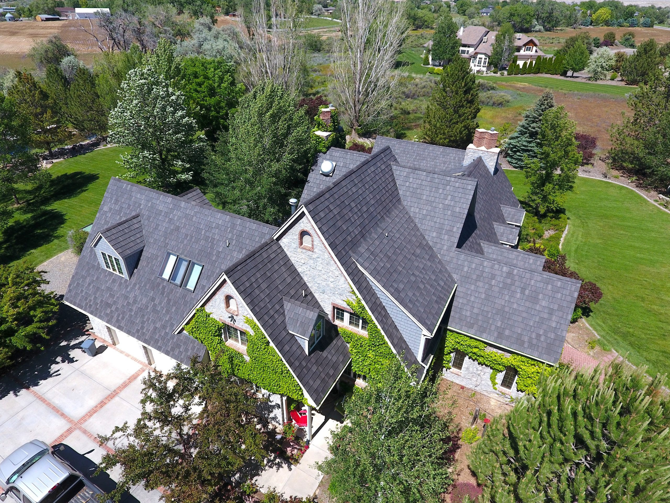 A zoom-out of this amazing Colorado home, topped and sided with DaVinci products