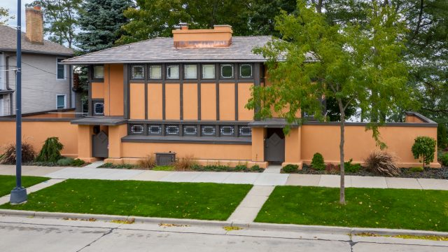 This historic Frank Lloyd Wright home looks great with it's new DaVinci roof